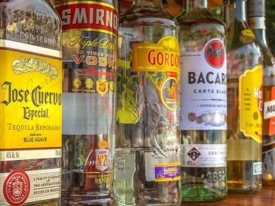 butelki z alkoholami mocnymi