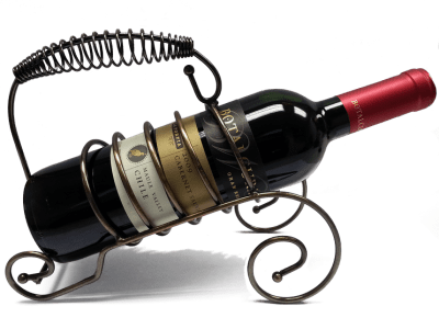 butelka wina w stojaku na wino